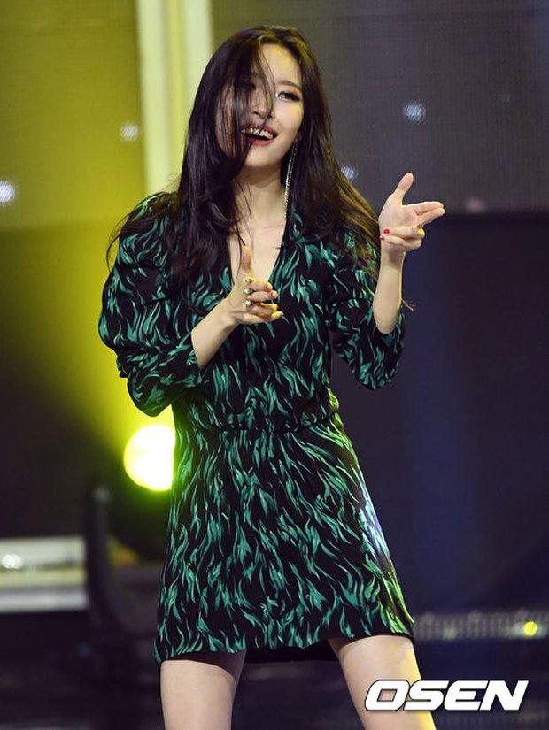 2 biểu tượng sexy bất ngờ đụng độ: Sunmi chân dài miên man hay Hyuna khoe vòng 1 gợi cảm trội hơn? - Ảnh 15.