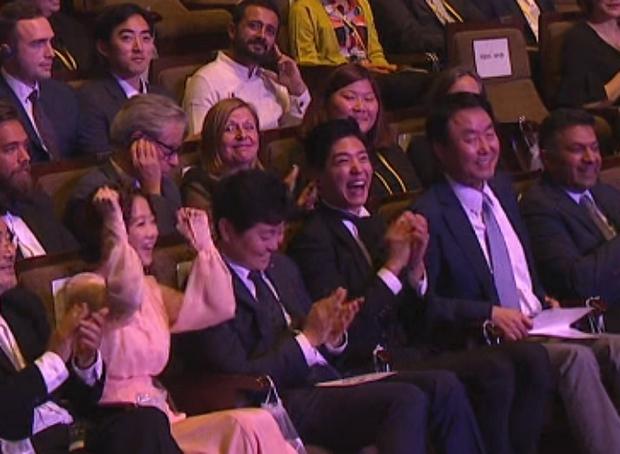 Khoảnh khắc Park Bo Gum được gọi tên, Park Bo Young tưởng bở là mình ở Seoul Drama Awards bỗng gây sốt - Ảnh 4.
