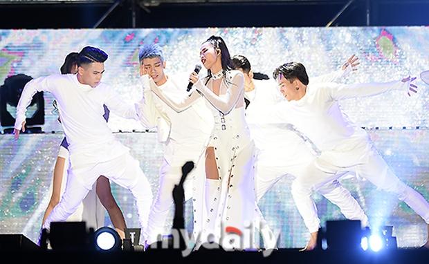 Báo chí Hàn xôn xao về sân khấu của Đông Nhi tại Asia Song Festival 2017: Một màn trình diễn tuyệt vời - Ảnh 7.