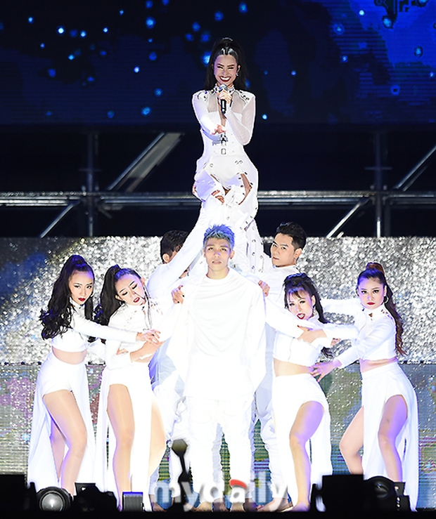 Báo chí Hàn xôn xao về sân khấu của Đông Nhi tại Asia Song Festival 2017: Một màn trình diễn tuyệt vời - Ảnh 8.