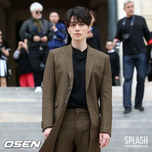 Đẹp trai ngời ngời, Lee Dong Wook lại khiến fan đỏ mặt vì lộ bộ phận nhạy cảm ngay tại sự kiện lớn? - Ảnh 2.