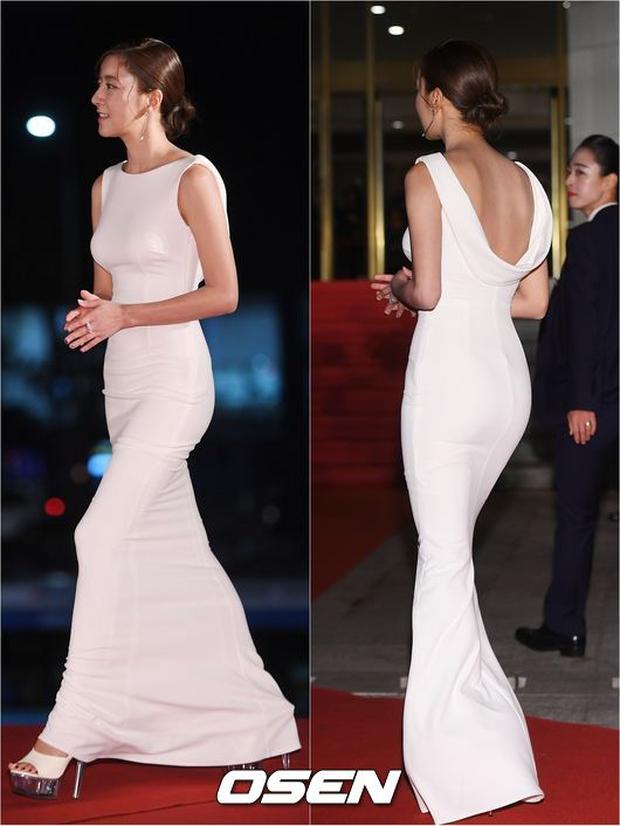Thảm đỏ Oscar Hàn Quốc: Hoa hậu gây sốc với ngực siêu khủng, Yoona và Jo In Sung dẫn đầu dàn siêu sao - Ảnh 23.