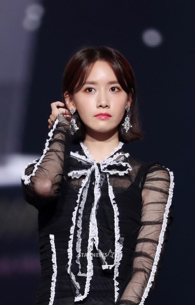 Lọt vào một khung hình tại Asia Artist Awards, top mỹ nhân Kbiz đẹp đến mức khiến fan đau đầu không biết ai hơn - Ảnh 4.