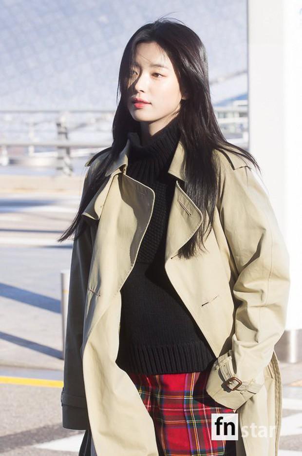 Chỉ với 2 hình ảnh sân bay chớp nhoáng này, Han Hyo Joo đã vươn lên thành nữ hoàng nhan sắc Kbiz? - Ảnh 1.