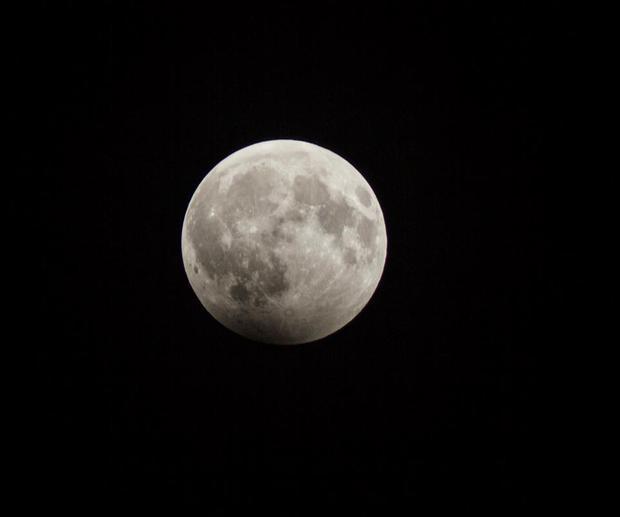 Sự thật về những bức hình trăng máu được cho là của hiện tượng nguyệt thực 1 phần tối qua - Ảnh 5.