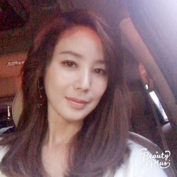 Đẳng cấp nhan sắc mẹ Kim Tan: U50 và có 2 con mà thân hình vẫn nuột như gái đôi mươi - Ảnh 2.