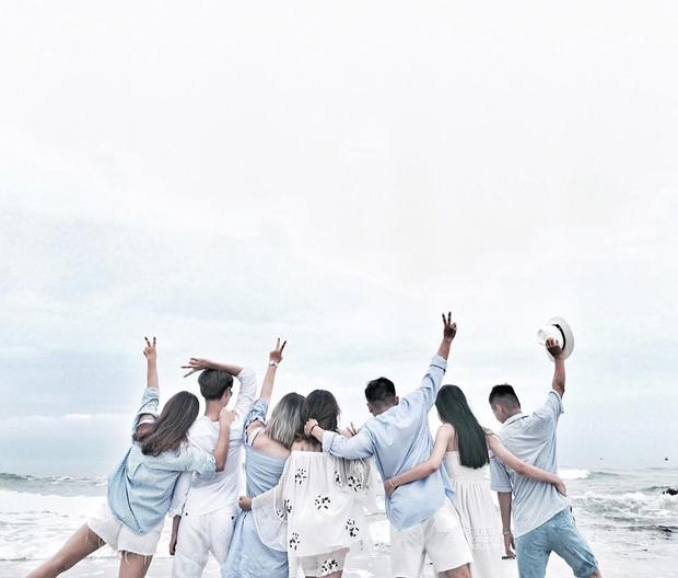 Nhìn bộ ảnh đáng yêu quên sầu của nhóm bạn thân này, ai dám bảo đi du lịch Quảng Ninh là ít chỗ để pose! - Ảnh 1.