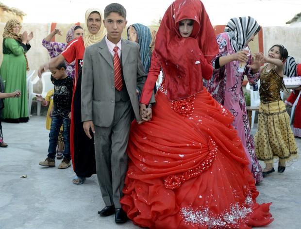 Cùng ngắm thêm 22 bộ váy cưới truyền thống tuyệt đẹp trên toàn thế giới - Ảnh 42.