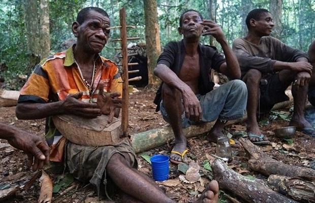 Bên trong bộ lạc gần 50% trẻ em không thể sống quá 5 tuổi ở châu Phi - Ảnh 21.