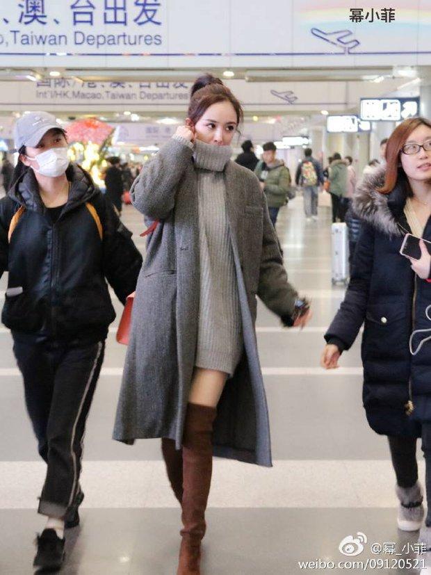 Những màn khoe chân đỉnh cao chứng minh: Dương Mịch chính là nữ hoàng sân bay số 1 Cbiz! - Ảnh 11.
