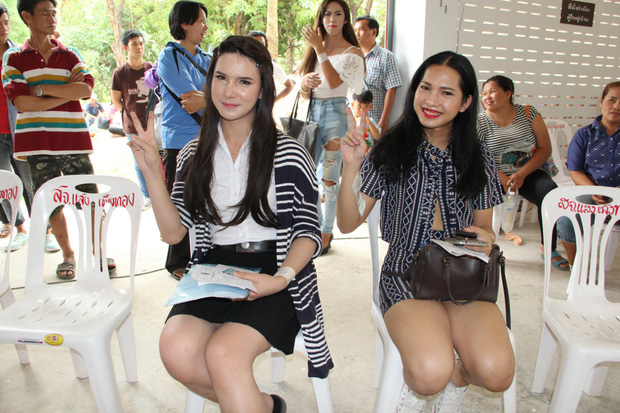Vẻ đẹp khó cưỡng của những bóng hồng chuyển giới trong đợt tuyển nghĩa vụ quân sự Thái Lan - Ảnh 11.