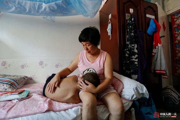 Nhật ký phiêu bạt ở Bắc Kinh của trẻ em mắc bệnh ung thư phải ở trong những căn nhà chật chội, kiếm tìm hy vọng sống - Ảnh 3.