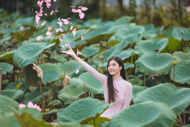 Cô bạn 18 tuổi chứng minh con gái Việt mặc áo dài lúc nào cũng là xinh nhất - Ảnh 9.