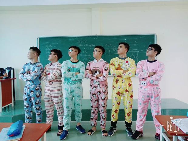 Nhất quỷ nhì ma, thứ 3 lớp em trai Sơn Tùng: Con trai mặc đồ ngủ 7 sắc cầu vồng tạo dáng chụp hình - Ảnh 1.