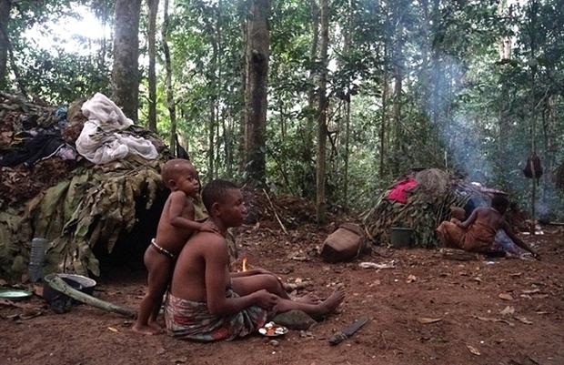 Bên trong bộ lạc gần 50% trẻ em không thể sống quá 5 tuổi ở châu Phi - Ảnh 22.