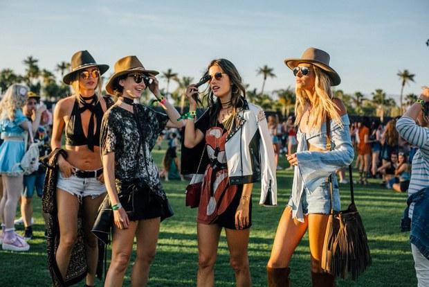 Selena Gomez và The Weeknd được Vogue chọn là cặp đôi mặc đẹp nhất Coachella 2017 - Ảnh 9.