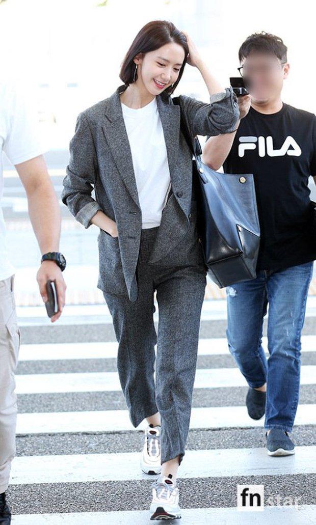 Có ai như Yoona và Lee Dong Wook, đi sân bay thôi cũng lung linh chẳng kém chụp hình tạp chí - Ảnh 1.