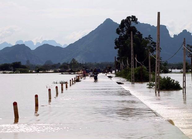 Hà Nội bác tin vỡ đê sông Bùi, một số vị trí chỉ do sạt lở, sụt lún nên bị tràn nước - Ảnh 1.