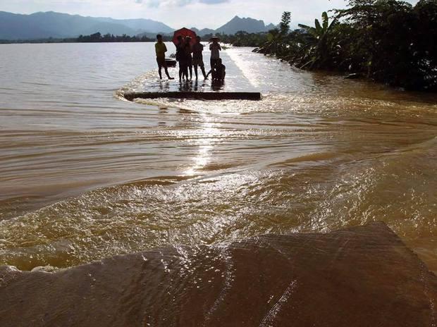 Hà Nội bác tin vỡ đê sông Bùi, một số vị trí chỉ do sạt lở, sụt lún nên bị tràn nước - Ảnh 2.