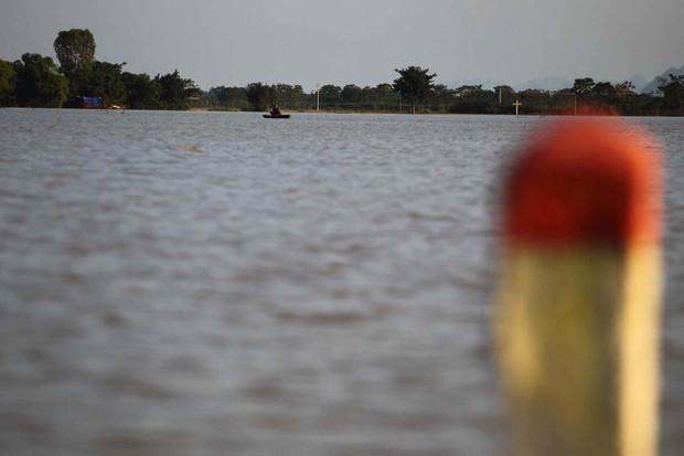 Hà Nội bác tin vỡ đê sông Bùi, một số vị trí chỉ do sạt lở, sụt lún nên bị tràn nước - Ảnh 5.