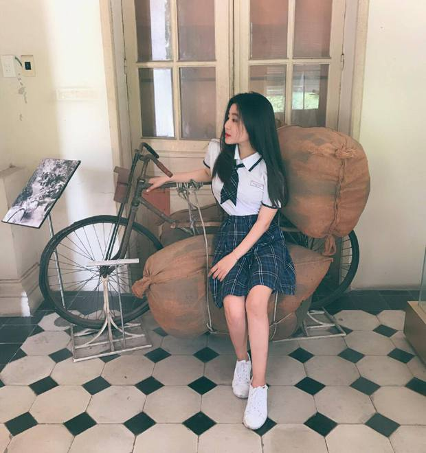 Nữ sinh 10X Sài Thành bị săm soi vì sở hữu vòng 1 đẫy đà - Ảnh 2.