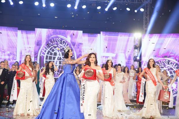 Khánh Ngân và những chia sẻ đầu tiên sau khi đăng quang Hoa hậu Hoàn cầu 2017 - Ảnh 1.
