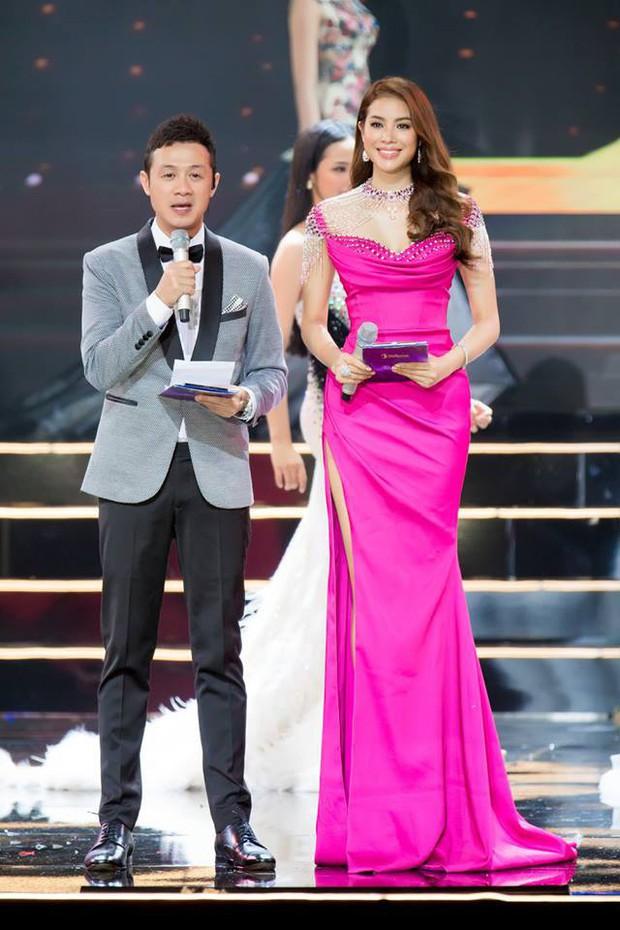 Clip: MC Anh Tuấn đại diện BTC Hoa hậu Hoàn vũ Việt Nam gửi lời chia sẻ tới người dân chịu thiệt hại do bão Damrey trong đêm Bán kết - Ảnh 3.