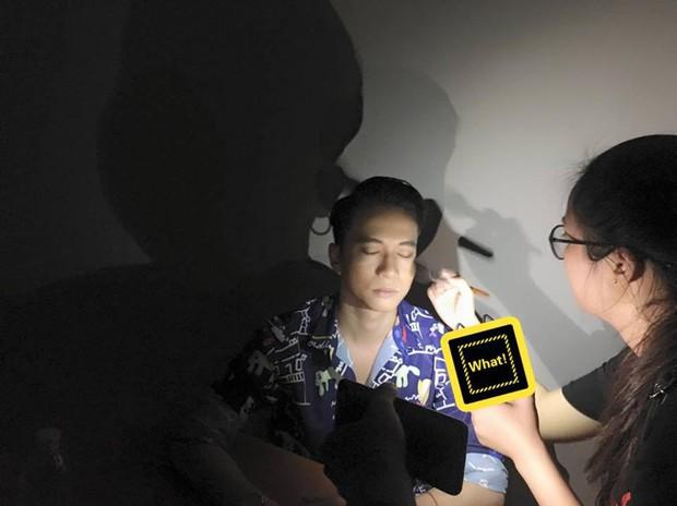 Bán kết Hoa hậu Hoàn vũ Việt Nam chưa thể lên sóng do cúp điện, thí sinh và nghệ sĩ phải trang điểm trong bóng tối - Ảnh 1.