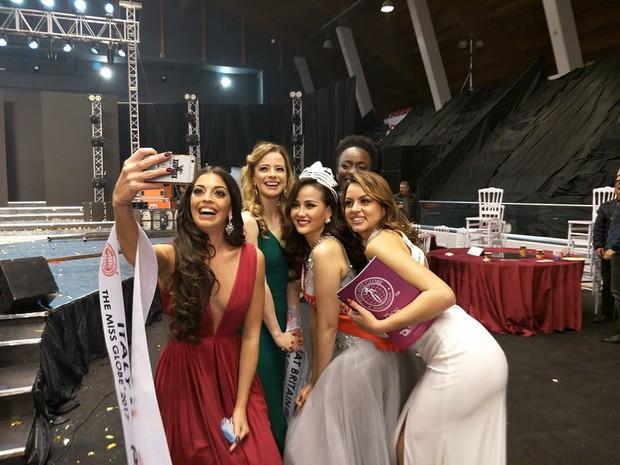 Khánh Ngân xuất sắc vượt qua 61 đối thủ đăng quang Miss Globe (Hoa hậu Hoàn cầu 2017) - Ảnh 6.