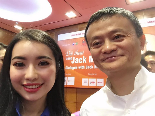 MC Hoa khôi gặp Jack Ma bị nhận xét nói tiếng Anh điệu: Đó là ngữ điệu mình cảm thấy tự tin nhất khi giao tiếp - Ảnh 1.