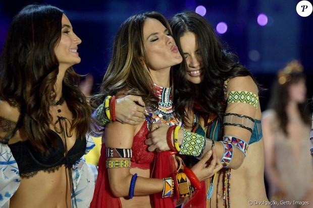 Thiên thần Alessandra Ambrosio muốn hôn Ronaldo, cưới Neymar - Ảnh 8.