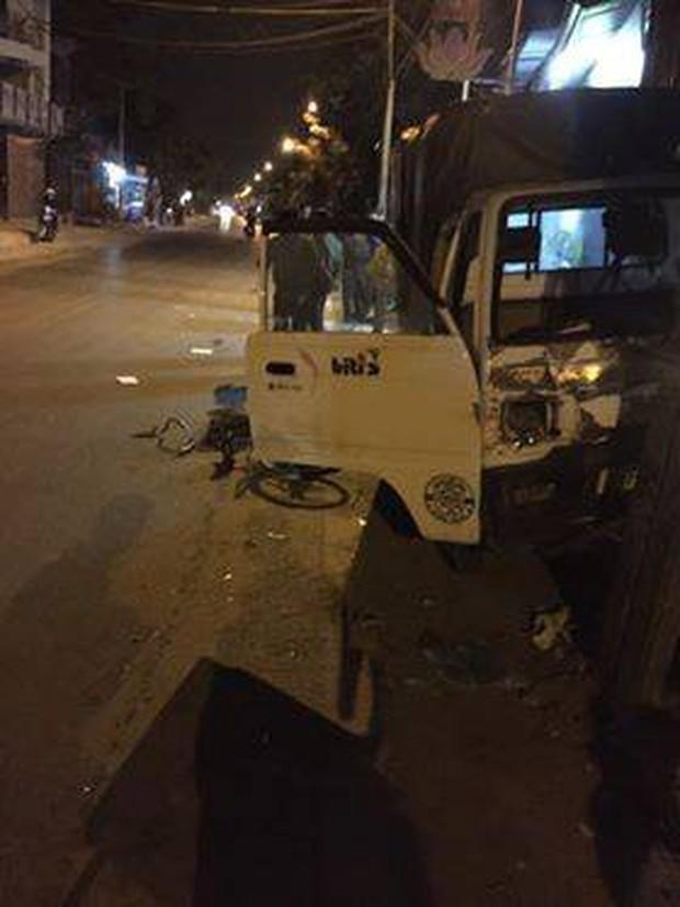 Hà Nội: Đi xe đạp dàn hàng ngang trên đường, 6 em học sinh bị ô tô tải đâm - Ảnh 5.