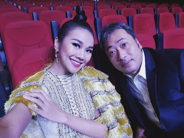 Thanh Hằng và Tóc Tiên nhìn bỗng y chang nhau trên sân khấu MAMA 2017 - Ảnh 4.