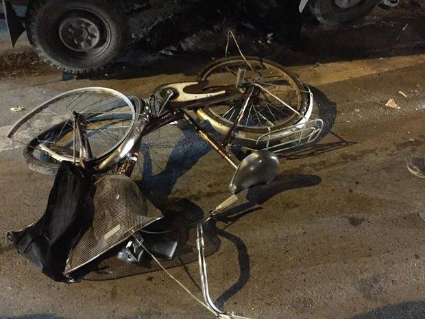 Hà Nội: Đi xe đạp dàn hàng ngang trên đường, 6 em học sinh bị ô tô tải đâm - Ảnh 3.