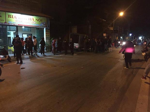Hà Nội: Đi xe đạp dàn hàng ngang trên đường, 6 em học sinh bị ô tô tải đâm - Ảnh 4.