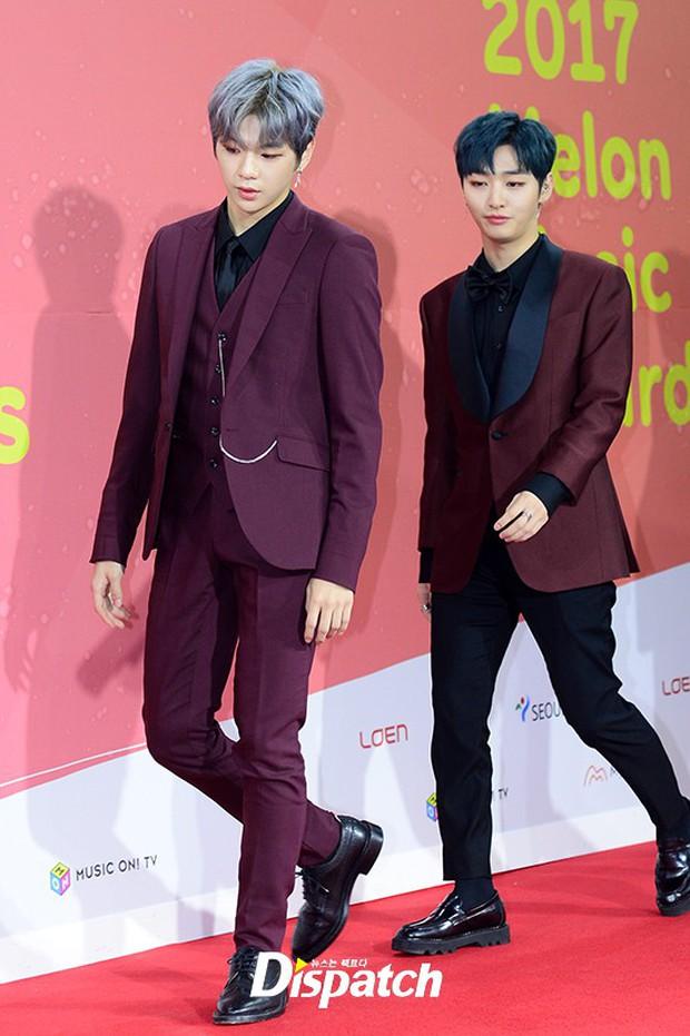 Thảm đỏ Melon: Mỹ nhân ngực khủng vô danh át cả Kim So Hyun, TWICE, EXO và Wanna One đẹp trai như hoàng tử - Ảnh 17.