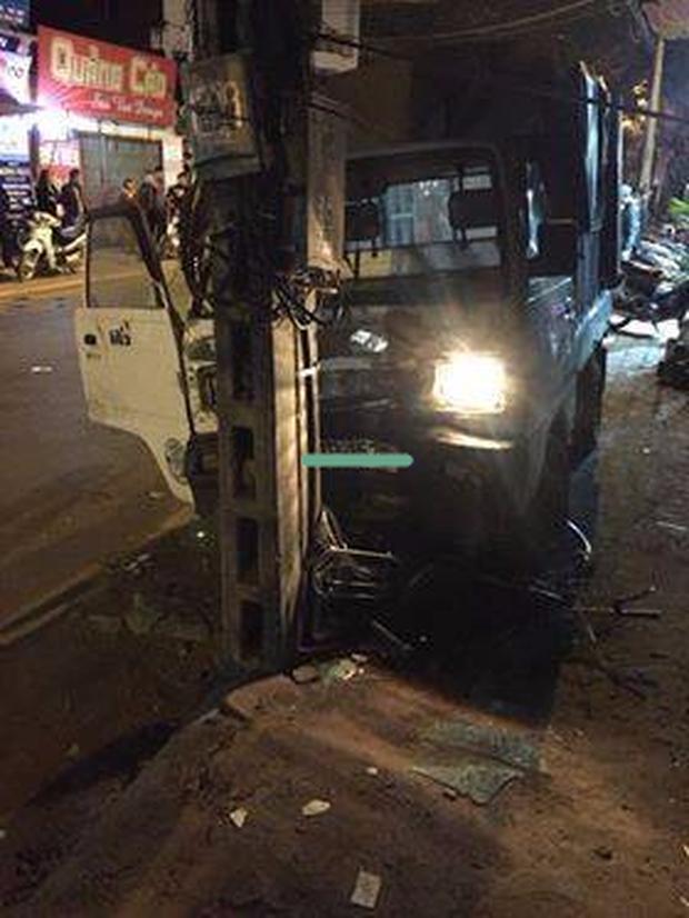 Hà Nội: Đi xe đạp dàn hàng ngang trên đường, 6 em học sinh bị ô tô tải đâm - Ảnh 2.