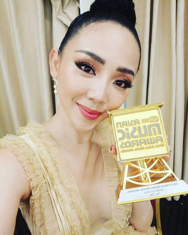 Thanh Hằng và Tóc Tiên nhìn bỗng y chang nhau trên sân khấu MAMA 2017 - Ảnh 5.