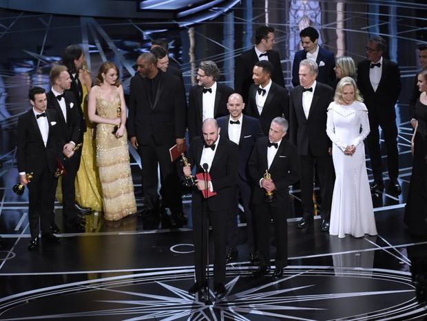 Những khoảnh khắc làm nên một Lễ trao giải Oscar đáng nhớ nhất trong lịch sử! - Ảnh 19.