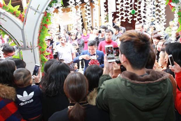 Đám cưới độc ở Lạng Sơn: Nhà τɾɑι uống hết 100 chén ɾυ̛ợυ mới được vào đón dâu gây ᶍôᶇ ᶍao - Ảnh 4.