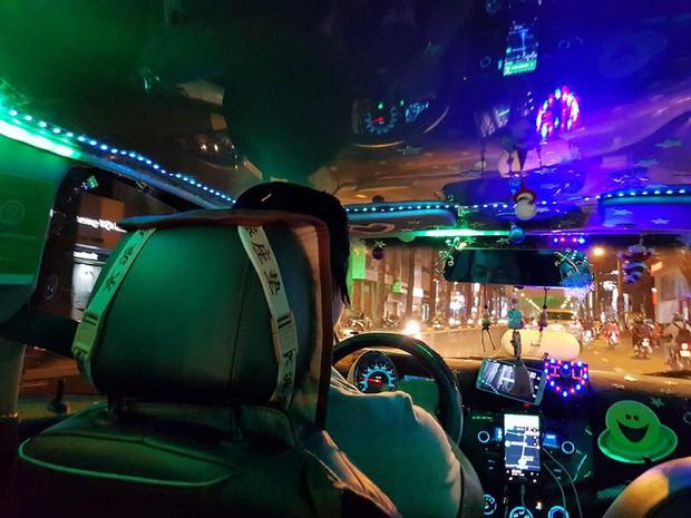 Chiếc taxi màu mè y như cái hội chợ khiến cô gái ấm lòng cả mùa Noel - Ảnh 2.