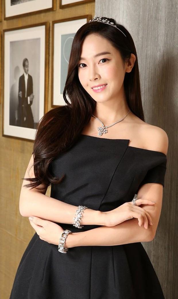 Trở lại thời kỳ đỉnh cao nhan sắc, Jessica Jung đẹp dịu dàng không tì vết - Ảnh 6.