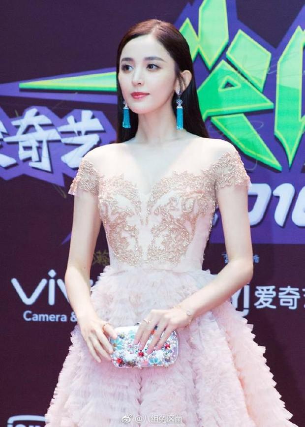 Thảm đỏ iQiYi: Dương Mịch cân cả dàn mỹ nhân Cbiz, bạn gái Trương Hàn nhan sắc ngày càng lên hương - Ảnh 7.
