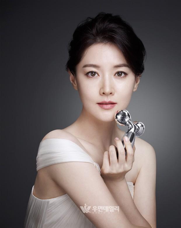 Xôn xao vì vợ diễn viên Vì sao đưa anh tới vừa quá đẹp vừa giống Lee Young Ae - Ảnh 2.