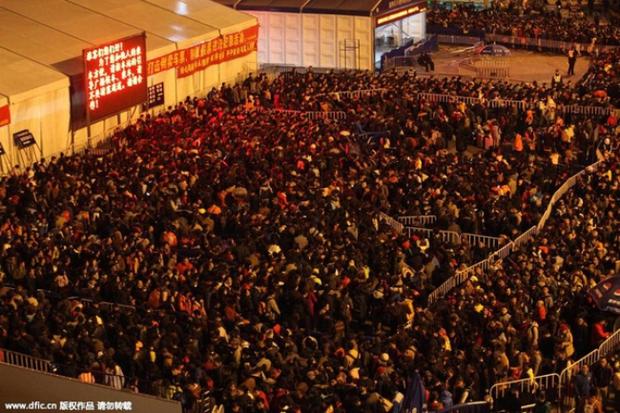 Những hình ảnh chen chúc kinh hoàng trong đợt di cư về quê ăn Tết ở Trung Quốc - Ảnh 25.