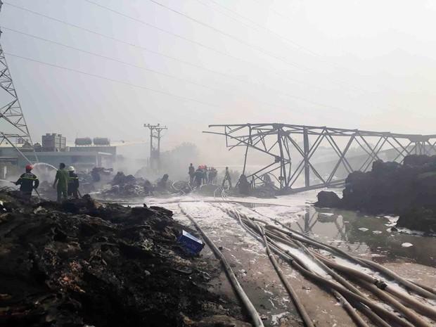 Vũng Tàu: Cháy lớn tại xưởng nhựa, cột khói khổng lồ cao hàng chục mét - Ảnh 6.