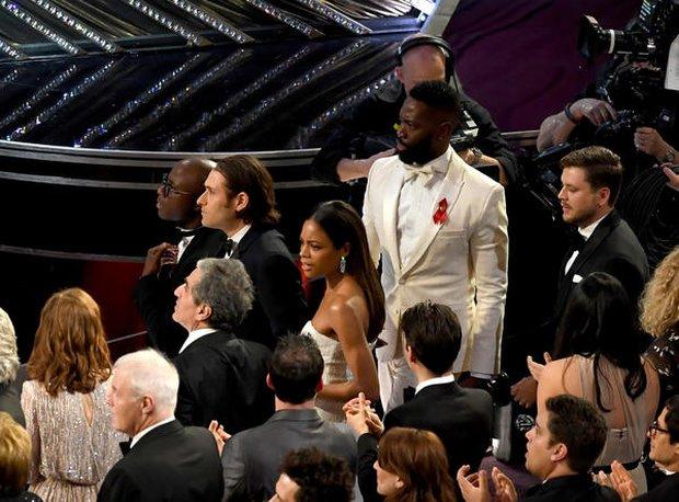 Những khoảnh khắc làm nên một Lễ trao giải Oscar đáng nhớ nhất trong lịch sử! - Ảnh 21.
