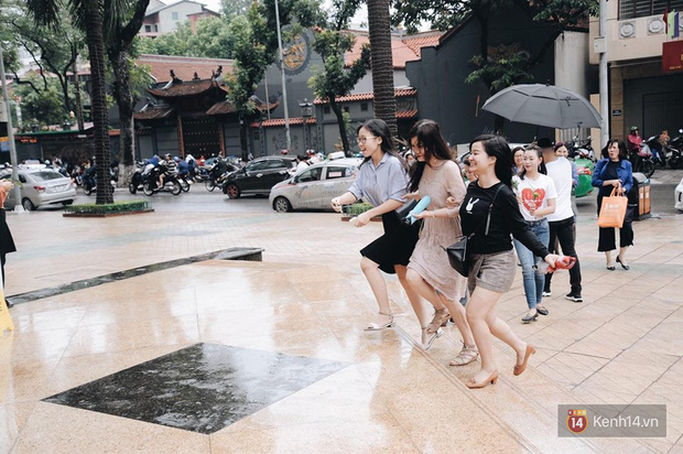 Zara Hà Nội khai trương: Tới trưa khách đông nghịt, ai cũng nô nức mua sắm như đi trẩy hội - Ảnh 8.