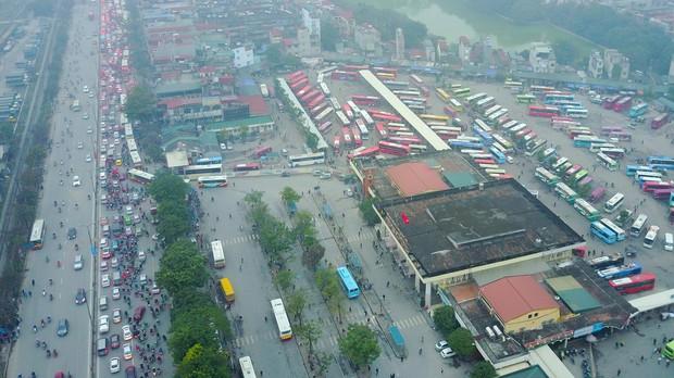 Đường phố Sài Gòn và Hà Nội đông đúc sau ngày làm việc cuối cùng trong năm 2017 - Ảnh 31.