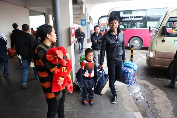 Đường phố Sài Gòn và Hà Nội đông đúc sau ngày làm việc cuối cùng trong năm 2017 - Ảnh 35.